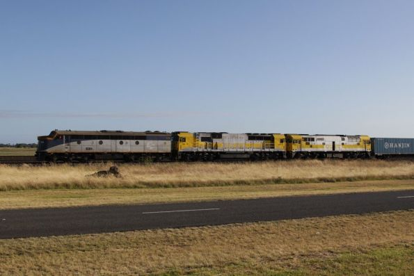 S311, GML10 and 8030 lead the up POTA Horsham freight