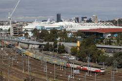G532 and G521 lead the up Maryvale train towards Flinders Street Station