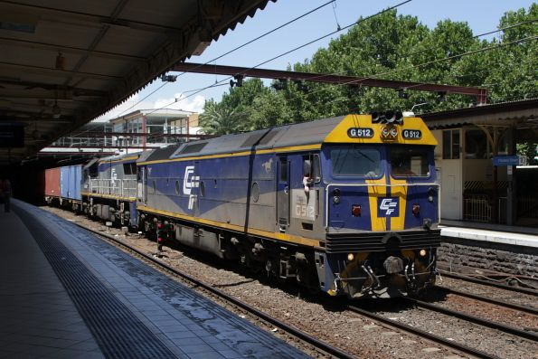 G512 and VL365 lead the up Maryvale train west through Flinders Street Station