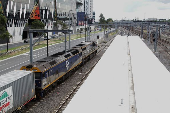 VL362 leads G515 on the up Maryvale freight through Southern Cross Station
