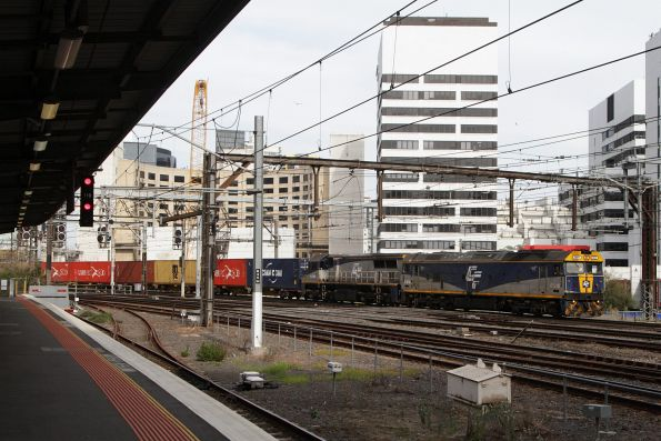 G515 leads VL362 on the up Maryvale freight at Southern Cross Station