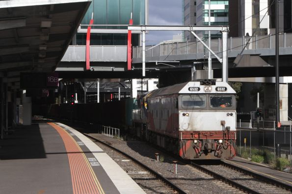 G532 leads VL356 on the up Maryvale train at Southern Cross Station