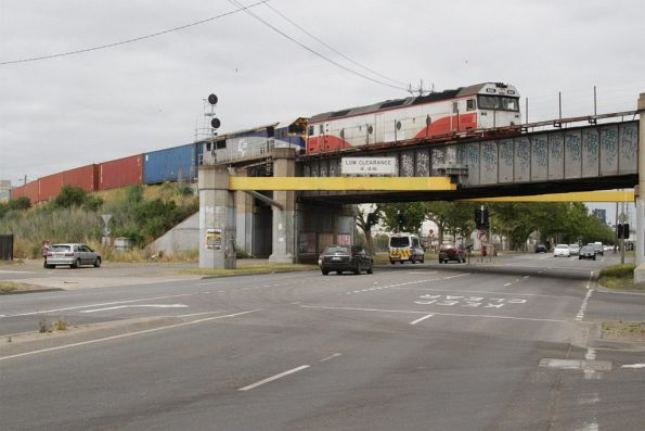 G532 and VL256 lead the up Maryvale freight over Dynon Road bound for 'W' track