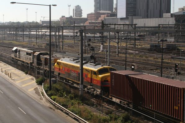 VL356 leads T395 and B75 on the up Maryvale freight at Southern Cross
