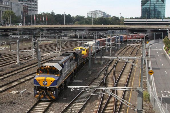 VL356 leads T395 and B75 on the up Maryvale freight at Flinders Street