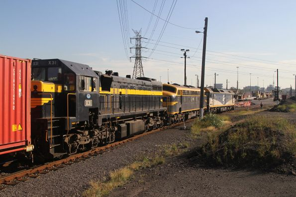 G515 leads B74 and X31 into North Dynon with the up paper train