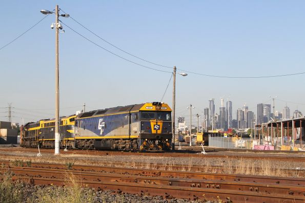 G515 leads B74 and X31 out of North Dynon with the up paper train