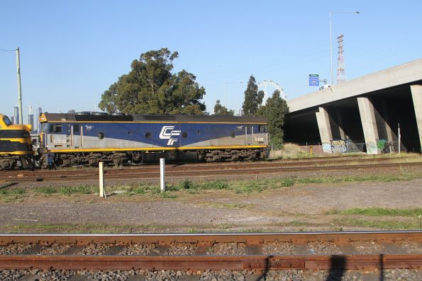 G515 leads B74 and X31 under Footscray Road with the up paper train