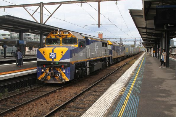 VL360 leads G512 on the up Maryvale train at Richmond