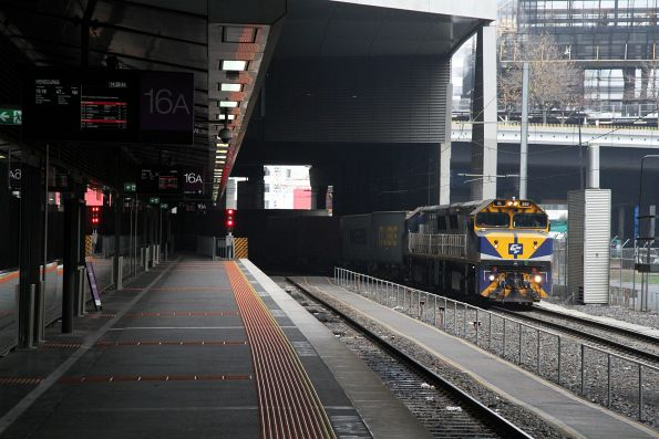 VL360 leads VL356 along the goods lines at Southern Cross with the up Maryvale freight
