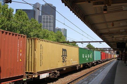 Up Maryvale train rolls through Flinders Street Station
