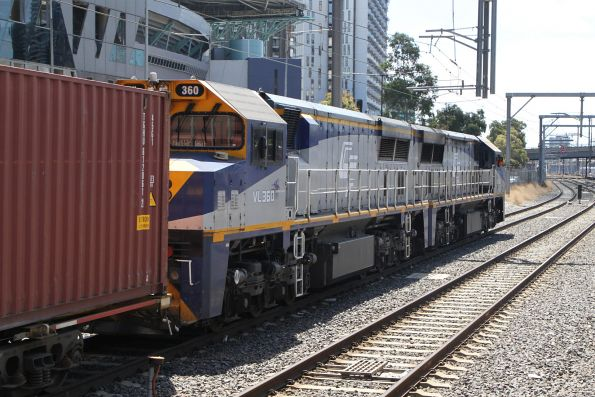 VL356 and VL360 on the up Maryvale freight at Southern Cross