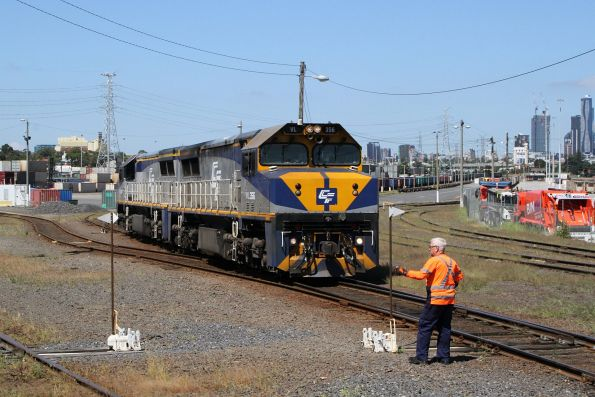 VL356 and VL360 shunt at the west end of North Dynon