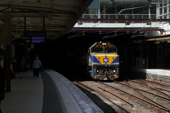 VL356 and G515 emerge from under the concourse at Flinders Street Station