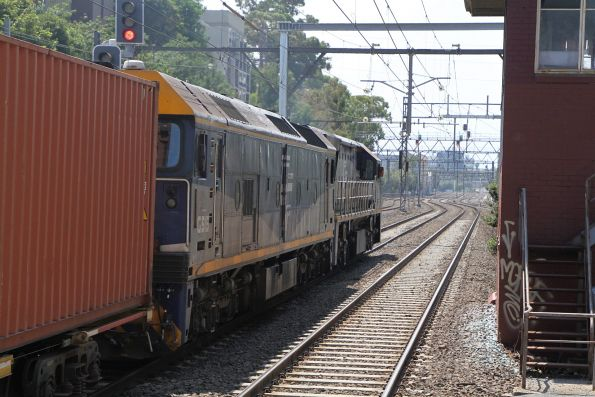 VL356 leads G515 on the up Maryvale freight through South Yarra