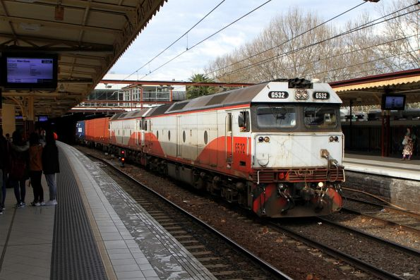G532 leads G521 on the up Maryvale at Flinders Street