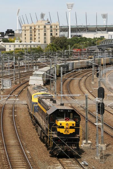 X31 leads B80 on the up Maryvale freight at Richmond Junction