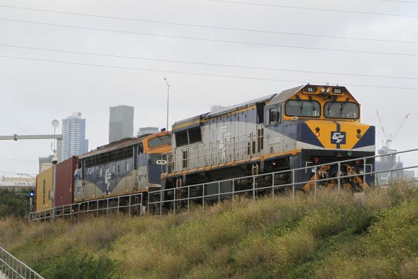 VL360 leads B76 on the up Maryvale freight at North Dynon