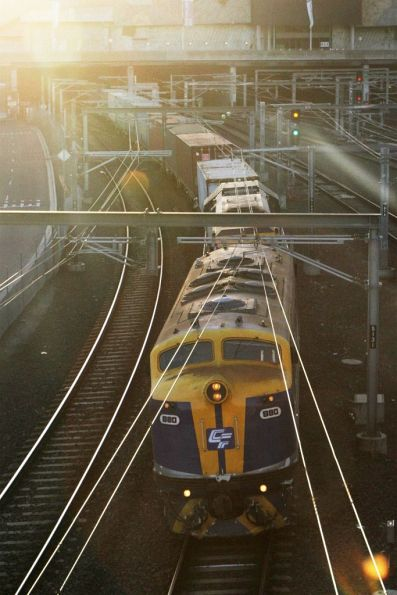 B80 leads VL360 on the down Maryvale out of Flinders Street