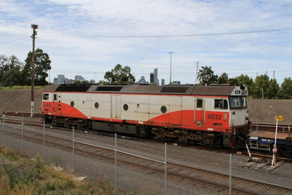 G532 shunts empty flat wagons at North Dynon