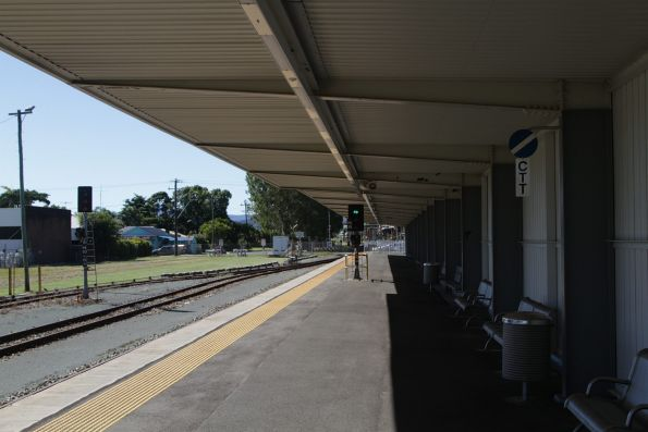 Green signal at the north end of the platform at Proserpine station