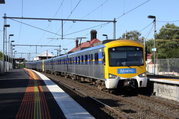 Siemens with Metro stickers on the up at Yarraville