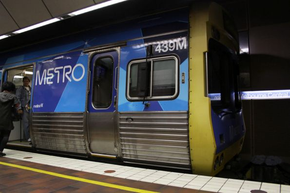 First EDI Comeng in the Metro livery, 439M at Melbourne Central