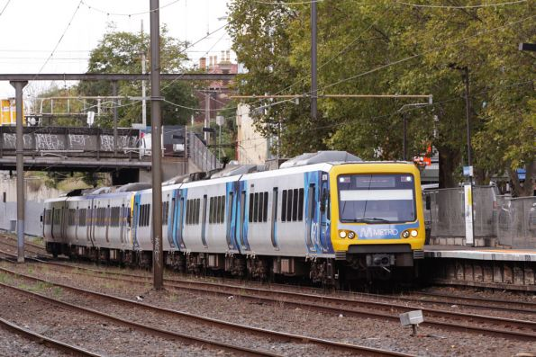 X'Trapolis in a mixed Metro and Connex livery stops at East Richmond on the up