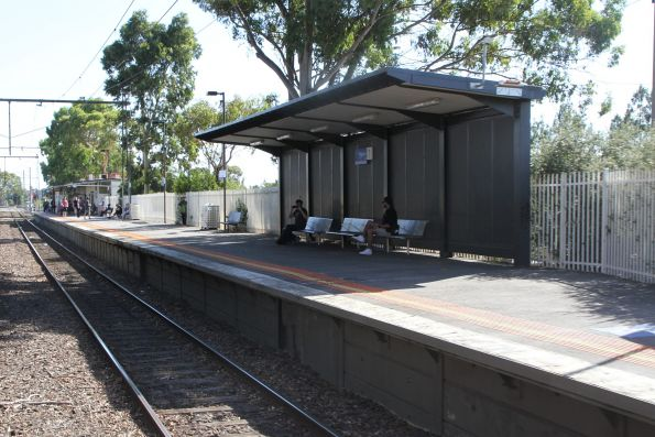 Passenger shelter at the up end of Reservoir platform 1