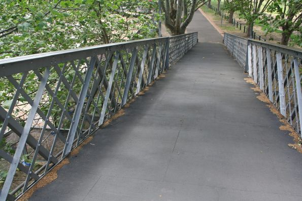 Northern end of the Botanical Garden footbridge