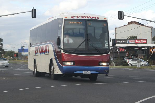 Crown Coaches 6720AO on Geelong Road, Brooklyn