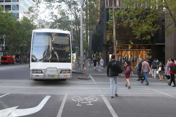 Driver of road coach BS01LK attempts to navigate the right turn at William and Bourke Street