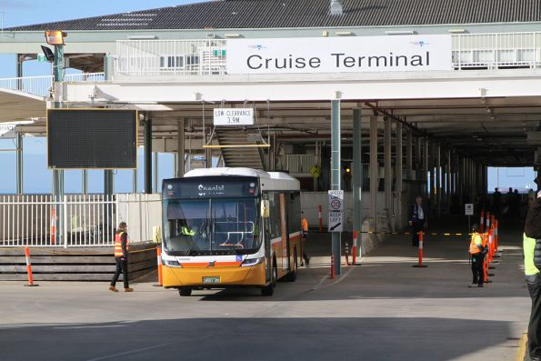 Sita bus #140 BS01ZK at Station Pier on a cruise ship shuttle