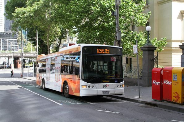Ventura bus #670 8236AO at Market and Flinders Street with a route 109 cruise ship shuttle