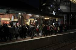 Congestion at Footscray platform 4 as passengers change to Sunbury line rail replacement buses