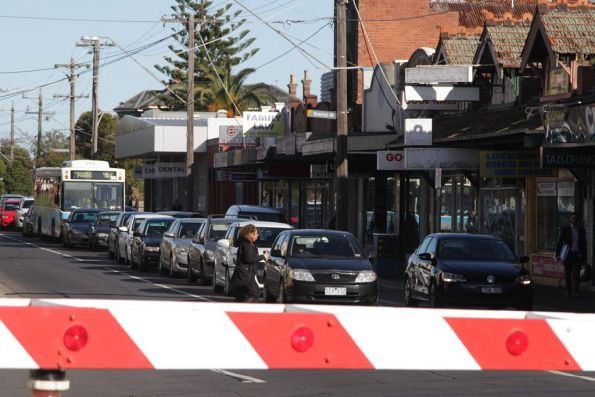 Route 462 bus to Moonee Ponds delayed by cars queuing for the Puckle Street level crossing