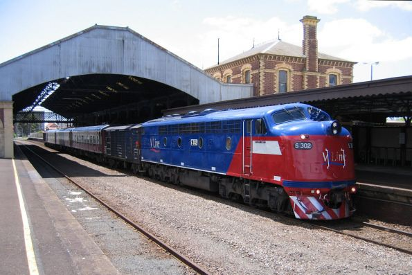 S302 awaiting departure from Geelong on the down Warrnambool
