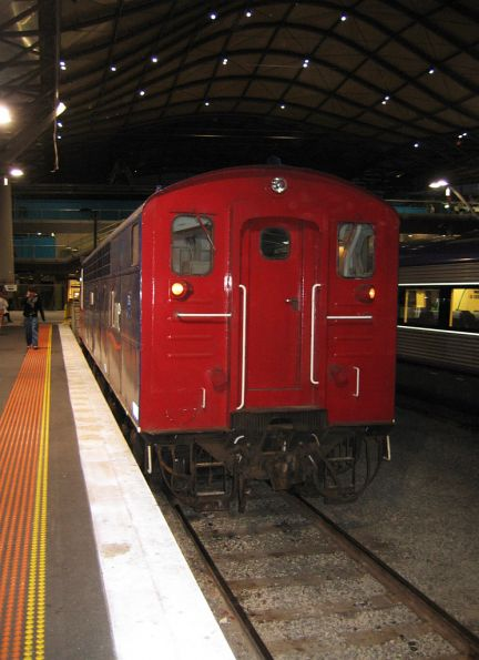 Hostlers end of S302 at Southern Cross, after shunting forwards from the carriage set