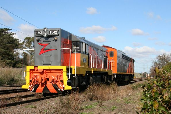 T342 and S302 wait line at Jacana Loop