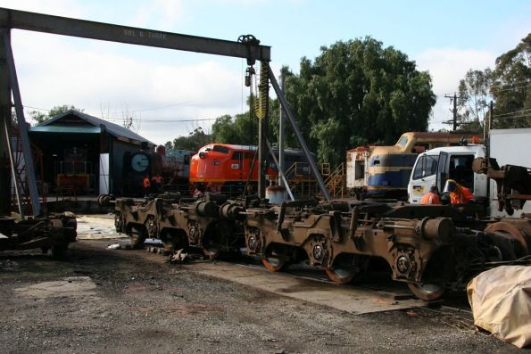 New bogies uncovered, T342 in the shed, S302 stabled