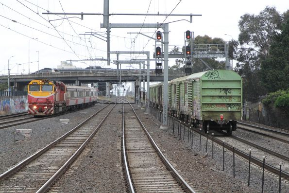 N474 passes NR18 long end leading with the down Sadleirs transfer at Middle Footscray