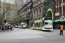 D1.3520 turns from Swanston into La Trobe Street on a diverted route 6 service