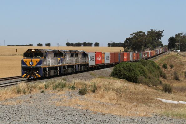 VL362+VL359+VL354 leads the up SCT Dooen freight through Moorabool