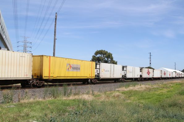 Woolworths and Aurizon loading in the consist of SCT's BM9 service