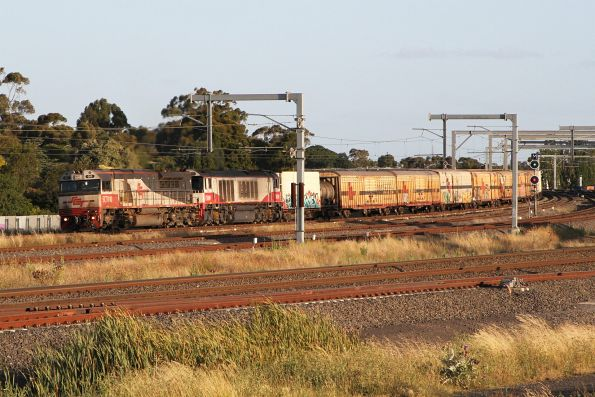 SCT010 leads CSR009 on a down MB9 service at Sunshine