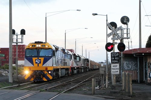 CF4404 leads SCT003, CSR009 and SCT007 on 7MB9 at Brooklyn
