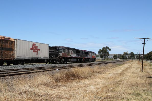 SCT002 and SCT012 leads BM9 through Albion on the up
