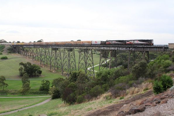 SCT009 and SCT007 both long end leading on BM9 over Moonee Ponds Creek at Gowanbrae