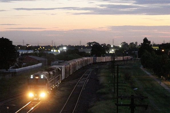 SCT015 and classmate leads MB9 northbound at McIntyre Loop