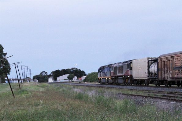 CF4403 leads CSR003 on MB9 northbound at Albion